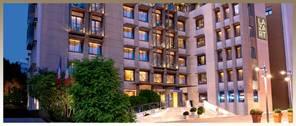 lazart-hotel-building